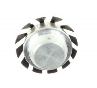 Seal spreader rear cylinder