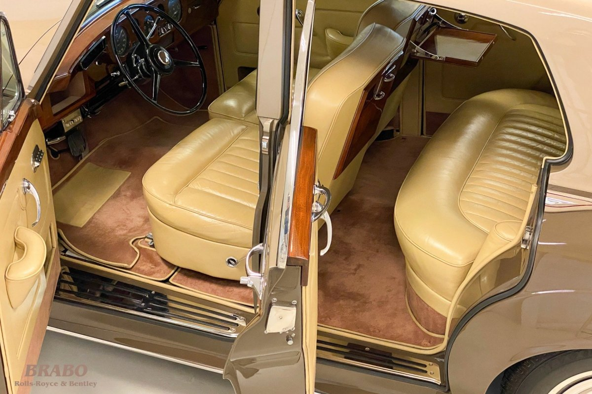 Rolls-Royce Silver Cloud II LHD Sand over Sable